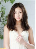 """""""ドロリッチガール""""佐山彩香(20)がドジっ娘メイドに ほうき、メガネ、絶対領域、随所にあしらわれたリボン…まさに完璧!"""