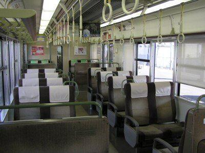 電車の対面型椅子wwwwwwww