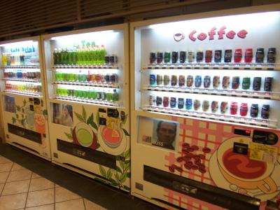 【話題】カナダのネットユーザー「ずっと不思議なんだけど、日本にはなぜあれほど多くの自動販売機があるの?」