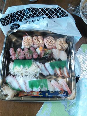 くら寿司で寿司お持ち帰りしたンゴwwwwww