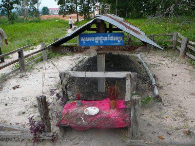 カンボジアの英雄ポル・ポトの墓wwwww
