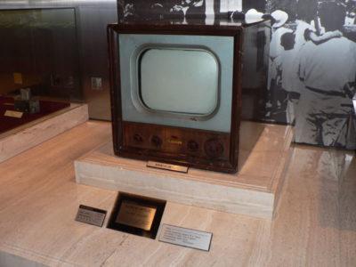 「終戦からたった8年後にテレビ放送が日本で始まった」←これ凄ない?