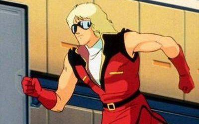 クワトロさんてなんでノースリーブの制服着てるん?