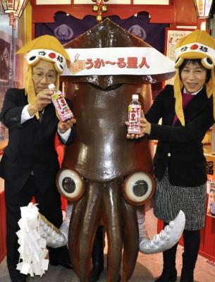 """【社会】イカール星人、合格祈願の""""うか~る星人""""に 北海道・七飯の飲料メーカーが新商品、ご当地キャラと連携"""