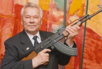 【ロシア】カラシニコフ銃抱えた幼稚園児の集合写真が物議