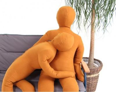 【話題】「ぼっち」を癒すパートナー!?人型の抱き枕「綿嫁」&「綿旦那」が新登場